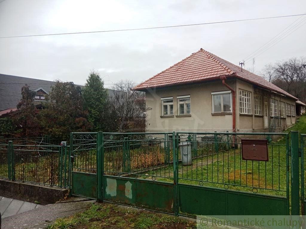 Dom Bzovík Foto 1