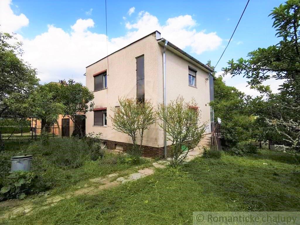 1. Rodinnu00fd dom v okrajovej u010dasti obce Pukanec