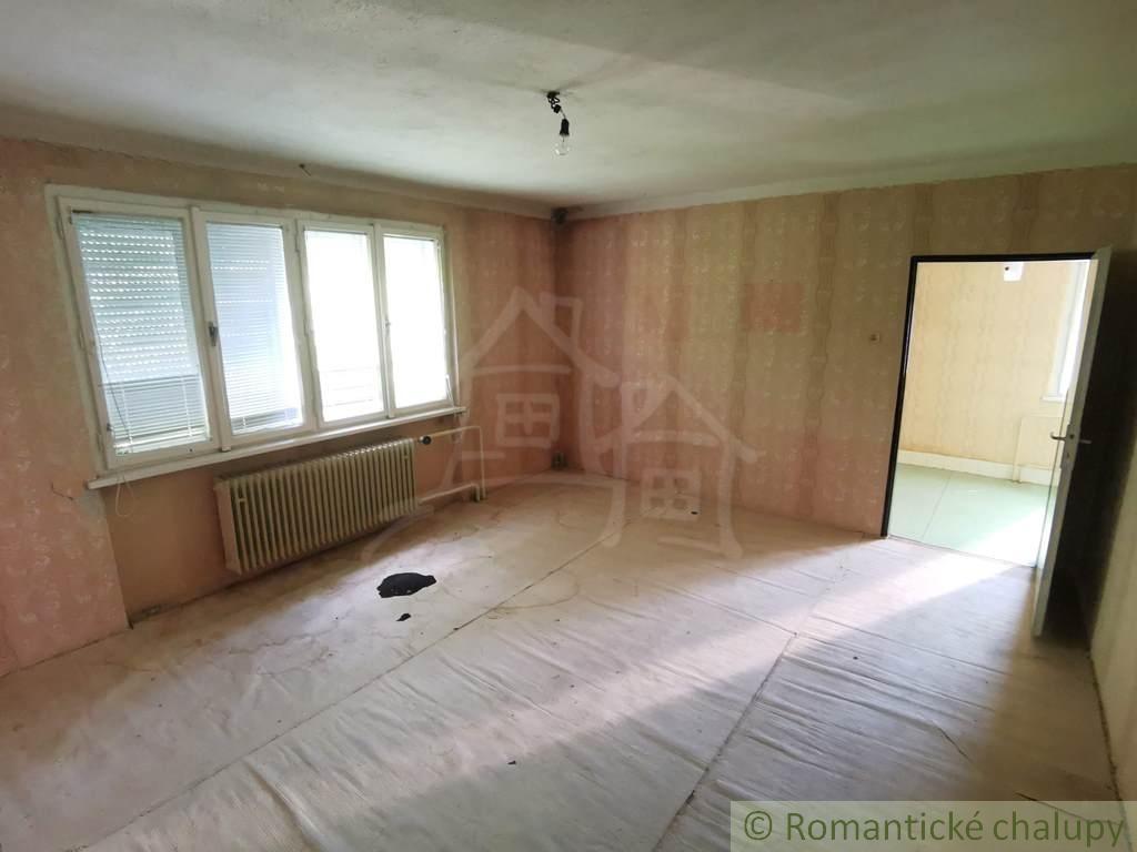 6. Rodinnu00fd dom v okrajovej u010dasti obce Pukanec