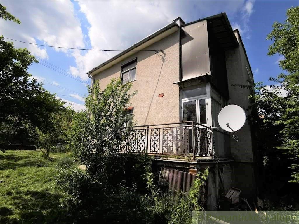 2. Rodinnu00fd dom v okrajovej u010dasti obce Pukanec