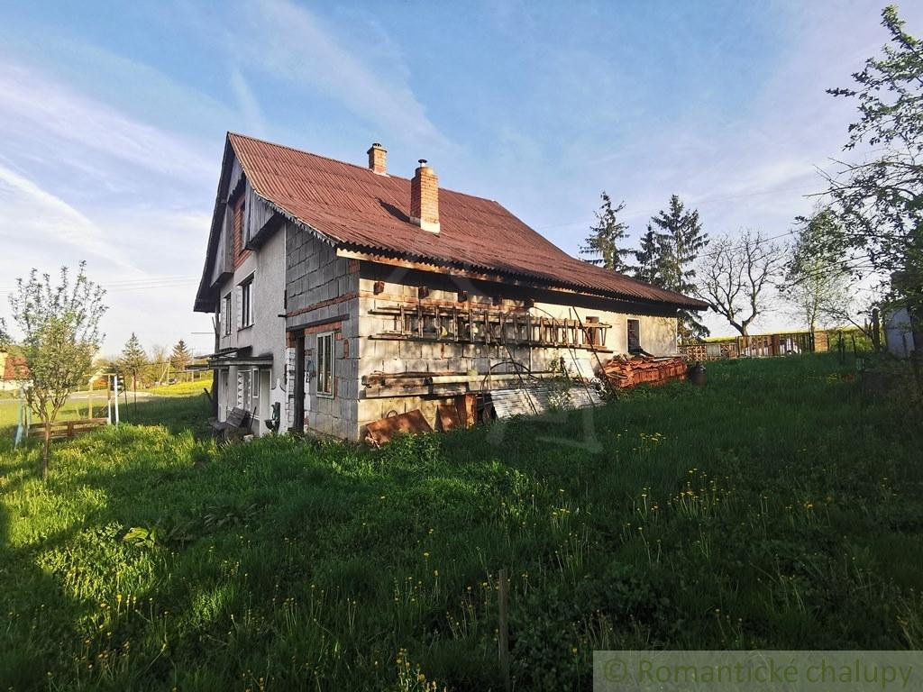 4. Rodinnu00fd dom chalupu00e1rskeho ru00e1zu na okraji obce - Lesenice